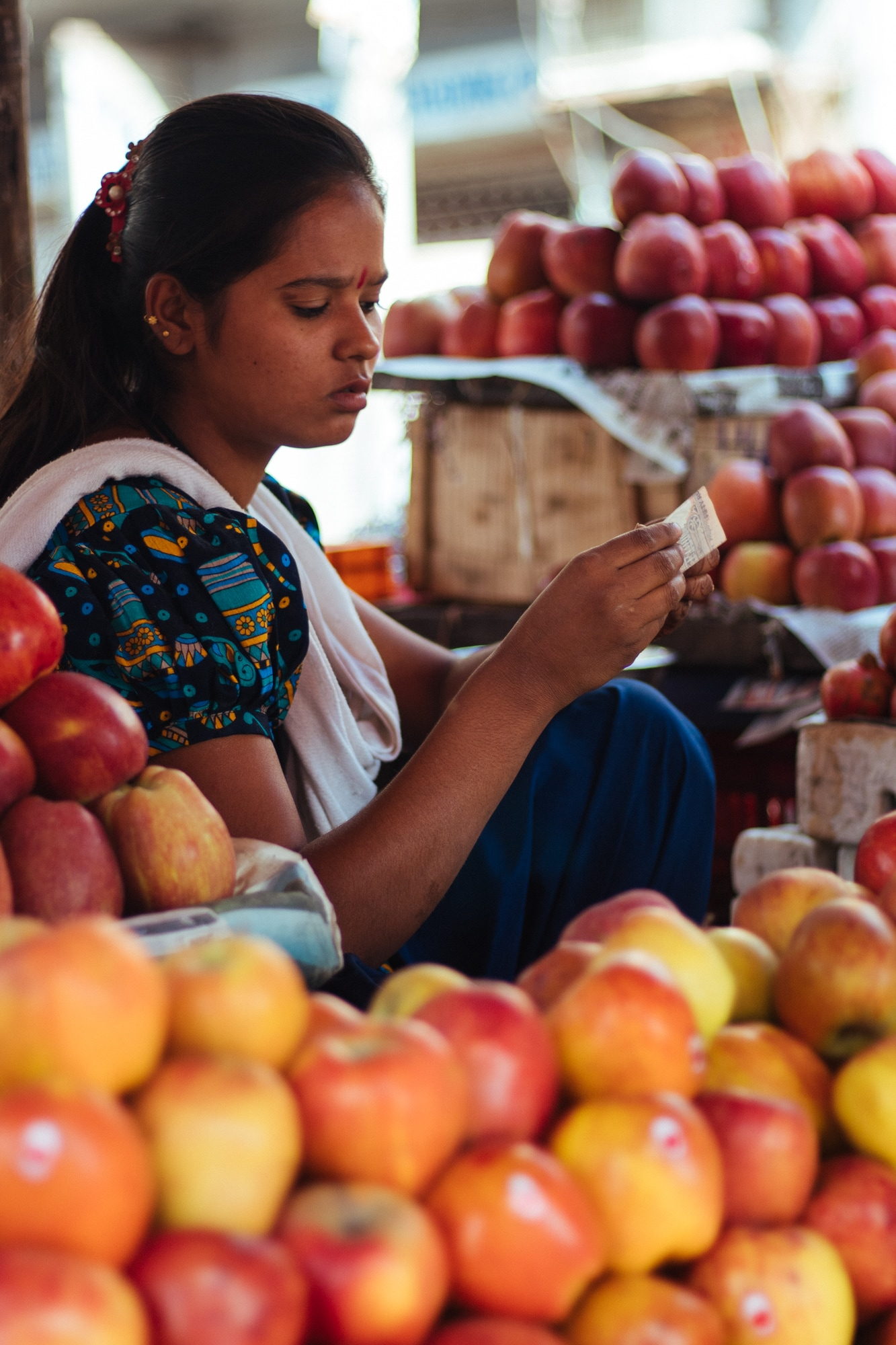 A girl selling fruits in Ajmer