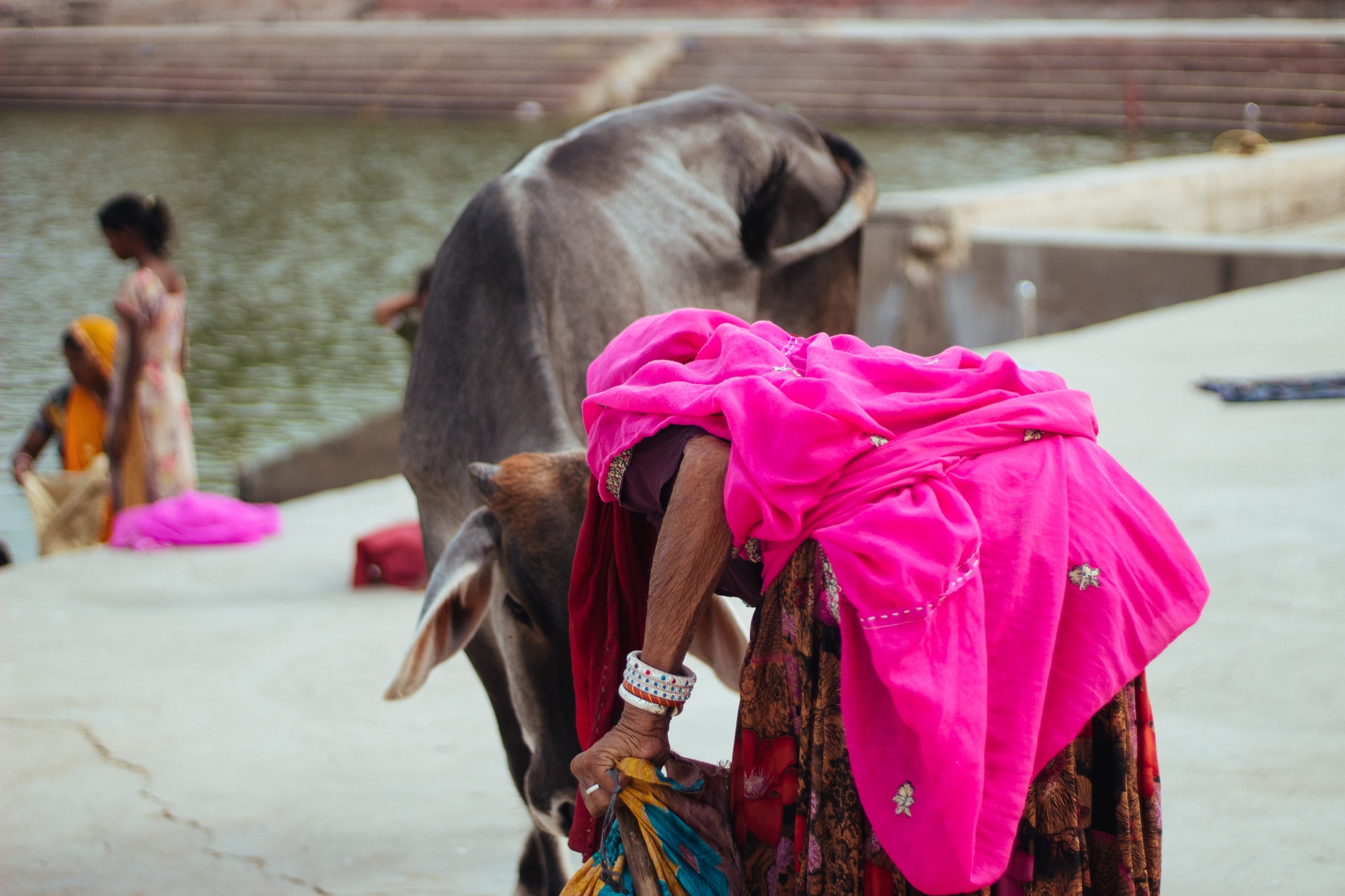 An elderly woman with camptocormia at Pushkar ghat