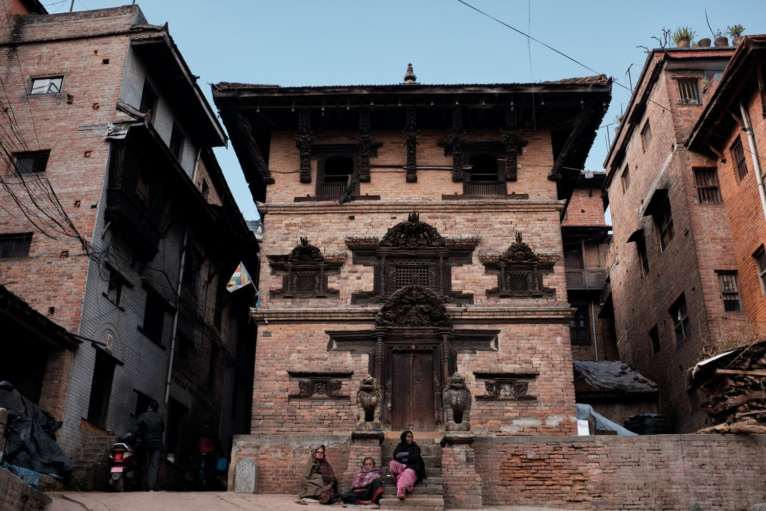 Women sitting outside a building in Bhaktapur