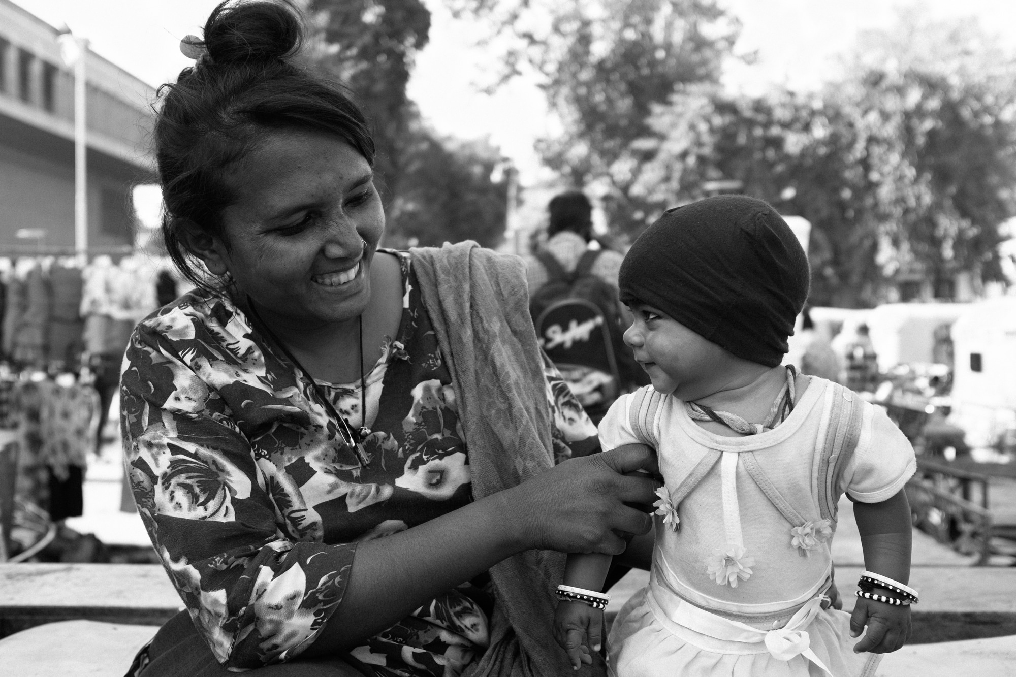 A mother and her little girl photographed in Ahmedabad.